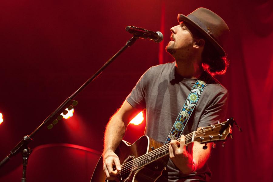 Jason Mraz during Jingle Jam at Gwinnett Arena