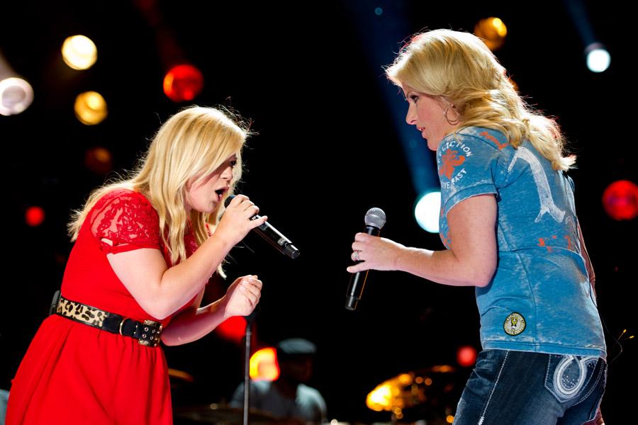 Kelly Clarkson at CMA Festival